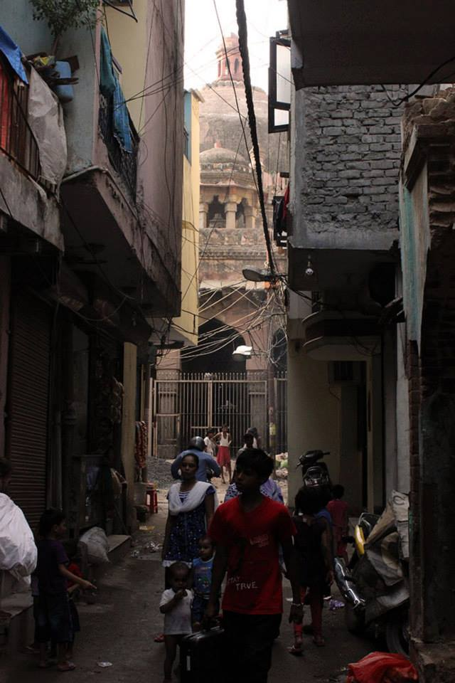 The approach to the tomb, through the congested lanes of Kotla Mubarakpur.